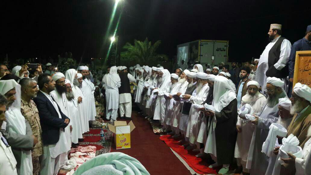 برگزاری مراسم دستار بندی دانش آموختگان اهل سنت سراوان